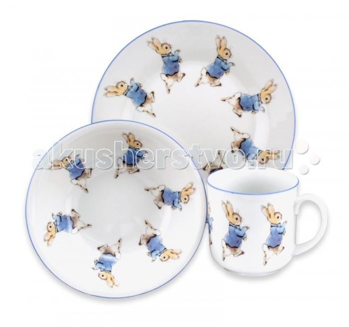 Reutter Porzellan Набор детской посуды Кролик Питер 3 предметаНабор детской посуды Кролик Питер 3 предметаReutter Porzellan Набор детской посуды Кролик Питер 3 предмета. Очень функциональный 3-х предметный набор детской посуды с оригинальными иллюстрациями  героев книжек Беатрис Поттер: кролик Питер. Идеально подходит для завтрака, обеда или ужина.   В состав входит: плоская тарелка диаметром 17 см, пиалка диаметром 14 см, чашка с одной ручкой объемом 180 мл.   Посуда пригодна для использования в микроволновой печи и посудомоечной машине. Набор упакован в красочную картонную коробку.<br>