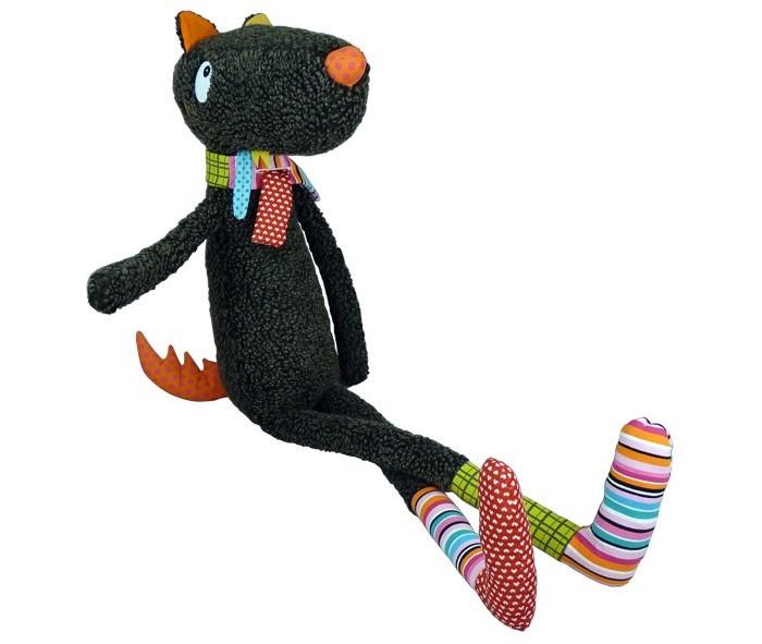 Мягкая игрушка Ebulobo Синьор Волк 100 смСиньор Волк 100 смEbulobo Мягкая игрушка Синьор Волк, 100 см совсем не страшный! Синьор Волк будет большим другом и защитником малыша от подкроватных монстров, так же его можно брать с собой в поездки и на прогулки. На его длинных лапках забавные разноцветные носочки из разнофактурных тканей, на шеи теплый шарфик от непогоды, а в хвосте шуршалочка для малыша! Глазки и носик сделаны из тканей и надежно пришиты, что обеспечивает защиту от отрывания и проглатывания мелких деталей.  Синьор Волк совсем не страшный, а его смешной наряд поможет ребенку быстрее привыкнуть к нему. На волке разноцветные теплые носочки и теплый шарфик, что поможет маме и папе ставить его для малыша примером, когда тот не захочет одеваться.  Игрушка изготовлена из высококачественных экологически чистых материалов, благодаря чему с ней могут играть даже детишки старше шести лет. Игрушку можно стирать в стиральной машине, благодаря чему малыш может безо всяких опасений всюду брать с собой своего верного спутника.<br>