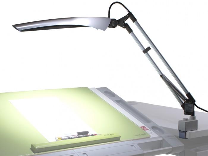 Светильник Comf-Pro Лампа настольная светодиодная DL-1012Лампа настольная светодиодная DL-1012Comf-Pro Лампа настольная светодиодная DL-1012 использует яркие японские светодиоды Nichia, срок службы которых составляет более 30 000 часов.   Этот источник света не мерцает и не утомляет глаза. Температура свечения в 5500 К, приравнивается к естественному солнечному свету.   Лампа имеет универсальную конструкцию крепления и может быть использована с любым столом.  Настольная лампа DL-1012 по своей конструкции и типу освещения идеально подходит для чтения и письма.  Особенности: Светопоток (lm): 376 Высота, см: 46 Мощность (Вт): 7.3 Регулировка яркости: Нет Питание: 110 - 240 В Зарядка для телефона: Нет Регулировка высоты: Да<br>