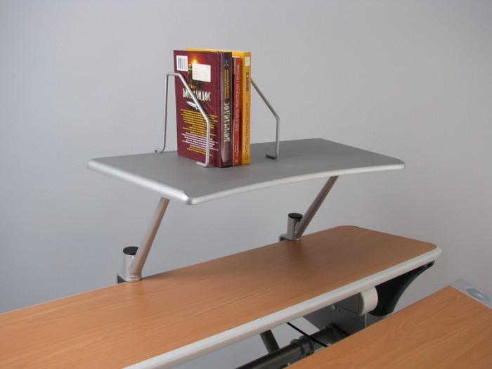 Comf-Pro Полка для принтера или книг BD-P7GПолка для принтера или книг BD-P7GComf-Pro Полка для принтера или книг BD-P7G.  Держатели для книг не дадут им упасть, и позволяют легко подстроить размер.  Универсальное крепление позволит одеть полочку на столы с толщиной столешницы до 35 мм.<br>