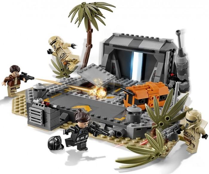 Конструктор Lego Star Wars 75171 Битва на СкарифеStar Wars 75171 Битва на СкарифеLego Star Wars 75171 Битва на Скарифе - Вы сможете построить часть боевого имперского комплекса, спрятанного за пальмами и раскидистыми кустарниками. Вход в него напоминает прочные ангарные ворота, открыть которые можно нажатием на боковую антенну. Охраной комплекса занимаются штурмовики в камуфляжной униформе, вооружённые бластерами.  При нападении на базу штурмовики могут воспользоваться неограниченным запасом боеприпасов, скрытых в тайниках. Повернув боковые рычаги, установленные на дозорной площадке, можно открыть прямоугольную нишу, в которой спрятаны дополнительные бластеры. Также можно заглянуть в бронированный оранжевый контейнер, в котором хранится спецоборудование.  Победить таких подготовленных охранников не просто. Но команда повстанцев придумала удачный план. В то время как Джин Эрсо отвлекала внимание штурмовиков, Кассиан Андор проник внутрь бункера и завладел чертежами Звезды Смерти. Отступление героев оказалось весьма ожесточённым. Ведя перестрелку с имперскими штурмовиками, им пришлось разрушить подступы к ангару и тем самым обеспечить себе надёжное прикрытие.<br>