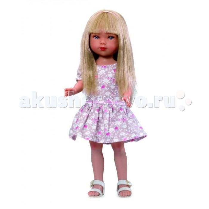 Vestida de Azul Карлотта блондинка с челкой Лето КантриКарлотта блондинка с челкой Лето КантриVestida de Azul Карлотта блондинка с челкой Лето Кантри добрая, приветливая и очаровательная кукла, которая поразит своим гламурным образом и невероятно реалистичной внешностью и непременно понравится вашей маленькой принцессе.   Особенности: Красавица блондинка Карлотта в стильном наряде: нежное платье с цветочным узором и пышной юбкой, и светлые босоножки. Романтичный летний образ куклы в стиле кантри поможет сформировать вкус ребенка с самых ранних лет Милое личико куколки никого не оставит равнодушным: пухлые щечки с румянцем, вздернутый носик и выразительные глазки с длинными ресницами, наклеенными вручную, которые выглядят как настоящие Длинные волосы куклы густо прошиты и напоминают натуральные. Челка прошита отдельно, а значит всегда будет красиво уложенной. Девочка сможет попробовать себя в роли парикмахера и создавать разнообразные прически, развивая креативность Кукла изготовлена из плотного гипоаллергенного винила высокого качества, и самостоятельно стоит Подвижные руки, ноги и голова для незабываемой реалистичной игры В наборе: кукла Карлотта комплект одежды<br>