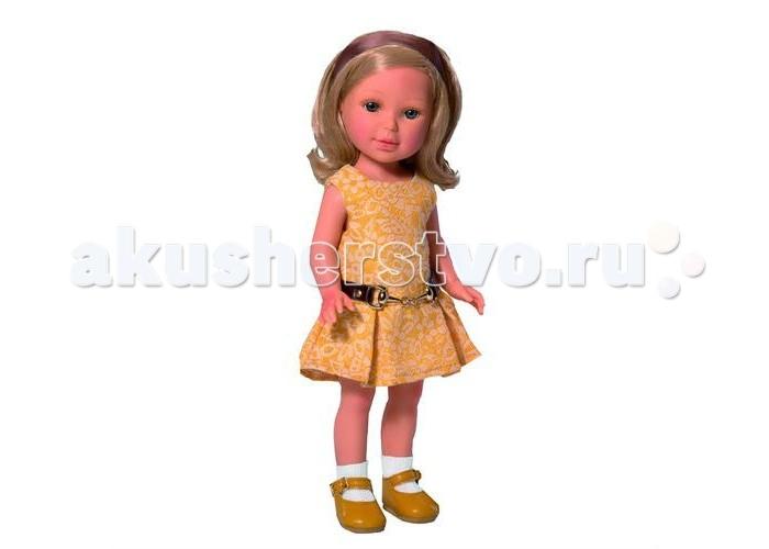 Vestida de Azul Паулина блондинка волна Лето КлассикаПаулина блондинка волна Лето КлассикаVestida de Azul Паулина блондинка волна Лето Классика  - эта элегантная красавица восхищает с первого взгляда своим милым и реалистичным личиком, стильной укладкой, а также изысканным нарядом в классическом стиле.  Особенности: Милая брюнетка Паулина в стильном наряде: платье приятного желтого цвета с расклешенной юбкой и горчичные туфли. Элегантный летний образ в классическом стиле поможет сформировать вкус ребенка У куклы очень приятное и милое личико: щечки с легким румянцем, слегка вздернутый носик, пухлые губки и выразительные глаза с длинными ресницами, наклеенными вручную, которые выглядят как настоящие Длинные волосы куклы густо прошиты и напоминают натуральные. Девочка сможет создавать разнообразные прически, развивая креативность. Высокая детализация кукол: очень четко очерченные пальчики, складочки, румянец на щечках, коленках и локтях Кукла изготовлена из плотного гипоаллергенного винила без ароматизаторов, и умеет стоять без поддержи Подвижные руки, ноги и голова для незабываемой реалистичной игры В наборе: кукла Паулина комплект одежды<br>
