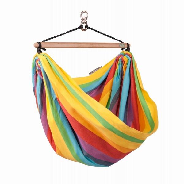 La Siesta Детское подвесное кресло Iri RainbowДетское подвесное кресло Iri RainbowЭтот продукт разработан специально для детей, а произведен в Колумбии, где гамак является неотъемлемой частью ежедневной жизни.  В гамаке ребенок чувствует себя защищенным и с удовольствие играет в нем. Кроме того, раскачиваясь, гамак благотворно влияет на развитие чувства равновесия и содействует гармоничному развитию.   Детские гамаки La Siesta одобрены немецкой федеральной ассоциацией по развитию осанки и физических упражнений.   Благодаря особой структуре и удвоению уточных нитей ткань, изготовленная из высококачественного хлопка, становится особо прочной, что гарантирует долгий срок службы, а закрытая система подвеса гарантирует безопасность.   Отдых в гамаке подарит особенное ощущение свободы и невесомости, позволит расслабиться, ощутить душевный комфорт и уют от ощущения кокона, которое дарит любой гамак, вне зависимости от конструкции.  Подходит для детей в возрасте от 3 до 9 лет.  Материал - хлопок. Чистый хлопок, безвредный для кожи, удобный материал, отличающийся особой прочностью и долговечностью. На его длинных волокнах краски играют особенно ярко.  Поперечная планка изготавливается из выращенного бамбука. Вследствие того, что планка изготавливается на основе трудоёмкой технологии, она прочная и имеет гладкую, приятную на ощупь поверхность. Бамбук это погодоустойчивый материал, который можно использовать летом снаружи под открытым небом. При этом он не теряет своей прочности. Особый световой эффект планке придают темные цвета. Этот эффект достигается посредством специальной обработки бамбука при высоких температурах (карамелизация)   Необходимая минимальная высота 200 см. Максимальная нагрузка 80 кг. Место для сидения: длина 110 см, ширина 155 см. Длина планки 70 см.  Стирка при температуре 30 гр.<br>