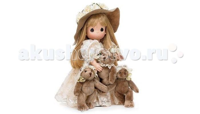 Precious Кукла Сокровища сердца, 40 смКукла Сокровища сердца, 40 смКоллекционная кукла Precious Moments Драгоценные моменты одета в длинное платье, украшенное вышивкой и блестками.  На голове куклы красуется шляпа с большими полями. У куклы длинные, светлые волосы, заплетенную в косу, и большие карие глаза. В руках девочка держит трех плюшевых медвежат.    Особенности:  Кукла изготавливается из качественного, безопасного материала и имеет пять базовых точек артикуляции.   Кукла имеет свой неповторимый образ и характер.   Волосы прошитые, из качественного синтетического волокна или крученых ниток, в зависимости от образа. Рост куклы 40 см.<br>