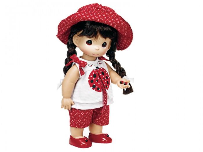 Precious Кукла Горошинка брюнетка 30 смКукла Горошинка брюнетка 30 смКукла Precious Moments Горошинка брюнетка одета в красные шорты в горошек и белую маечку, украшенную изображением божьей коровки. На голове куклы - красная шляпка в горошек, на ногах - красные туфельки. Вся одежда у куклы съемная. Волосы Горошинки темного цвета, заплетены в две косички. В руке девочка держит две божьи коровки.     Особенности:  Вся одежда съемная.   Кукла изготавливается из качественного, безопасного материала и имеет пять базовых точек артикуляции.   Кукла имеет свой неповторимый образ и характер.   Волосы прошитые, из качественного синтетического волокна или крученых ниток, в зависимости от образа. Рост куклы 30 см.<br>