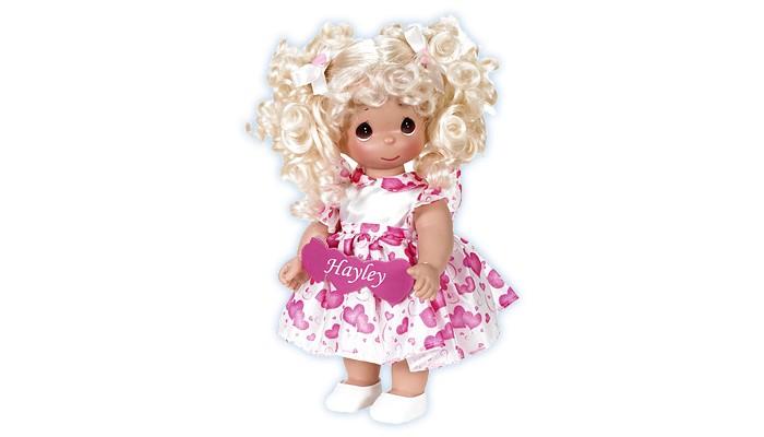 Precious Кукла Сердце 30 смКукла Сердце 30 смКукла Precious Moments Сердце очарует вас и вашу дочурку с первого взгляда!   Кукла одета в белое платье с розовыми сердечками. Под платьем надеты белые панталоны, на ногах куклы - белые туфельки. Волосы убраны в два хвоста и украшены ленточками. На милом личике куклы большие карие глаза.    Особенности:  Вся одежда съемная.   Кукла изготавливается из качественного, безопасного материала и имеет пять базовых точек артикуляции.   Кукла имеет свой неповторимый образ и характер.   Волосы прошитые, из качественного синтетического волокна или крученых ниток, в зависимости от образа. Рост куклы 30 см.<br>