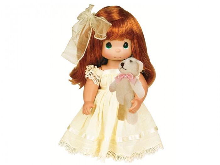 Precious Кукла Люби меня рыжая 30 смКукла Люби меня рыжая 30 смКоллекционная кукла Precious Moments Люби меня очарует вас и вашу дочурку с первого взгляда!   Кукла одета в светло-желтое длинное платье и туфли. У девочки длинные рыжие волосы, украшенные бантом, и большие зеленые глаза. В руке она держит плюшевого медвежонка.   Особенности:  Вся одежда съемная.   Кукла изготавливается из качественного, безопасного материала и имеет пять базовых точек артикуляции.   Кукла имеет свой неповторимый образ и характер.   Волосы прошитые, из качественного синтетического волокна или крученых ниток, в зависимости от образа. Рост куклы 30 см.<br>