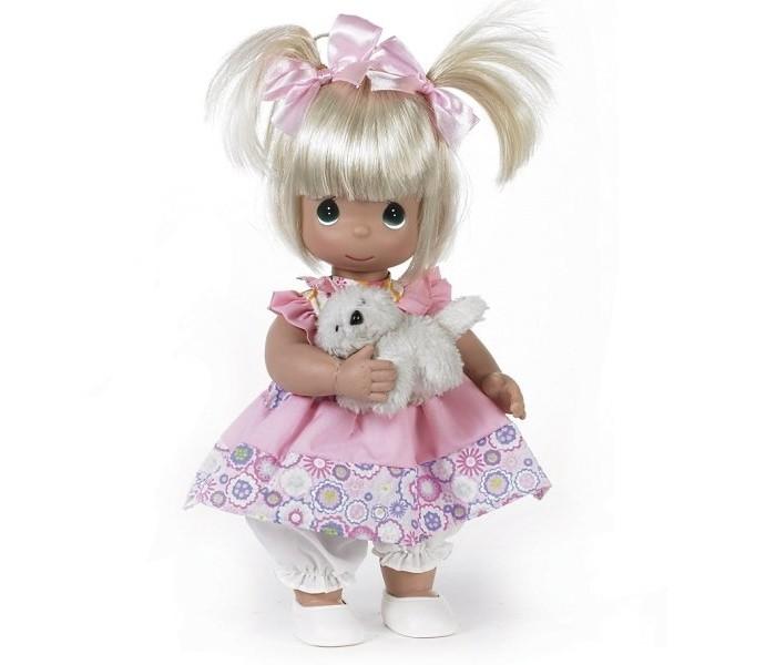 Precious Кукла Друзья навеки 30 смКукла Друзья навеки 30 смКоллекционная кукла Precious Moments Друзья навеки очарует вас и вашу дочурку с первого взгляда!   Кукла одета в легкое платье, украшенное цветочным принтом. Под платьем - розовые панталоны, а на ногах - белые ботиночки. У девочки большие глаза изумрудного цвета. В комплекте с куклой имеется мягкая игрушка в виде собачки.    Особенности:  Вся одежда съемная.   Кукла изготавливается из качественного, безопасного материала и имеет пять базовых точек артикуляции.   Кукла имеет свой неповторимый образ и характер.   Волосы прошитые, из качественного синтетического волокна или крученых ниток, в зависимости от образа. Рост куклы 30 см.<br>