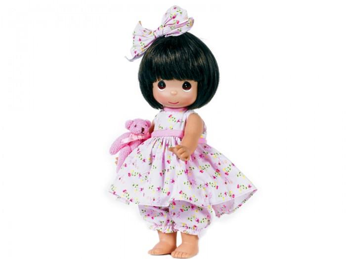Precious Кукла Босоногая брюнетка 30 смКукла Босоногая брюнетка 30 смКоллекционная кукла Precious Moments Босоногая очарует вас и вашу дочурку с первого взгляда!   Кукла одета в розовое платье, украшенное цветочным принтом. Под платьем - розовые панталоны. Темные волосы куклы украшены розовым бантиком. У девочки большие карие глаза. В руках кукла держит плюшевого медвежонка.   Особенности:  Вся одежда съемная.   Кукла изготавливается из качественного, безопасного материала и имеет пять базовых точек артикуляции.   Кукла имеет свой неповторимый образ и характер.   Волосы прошитые, из качественного синтетического волокна или крученых ниток, в зависимости от образа. Рост куклы 30 см.<br>
