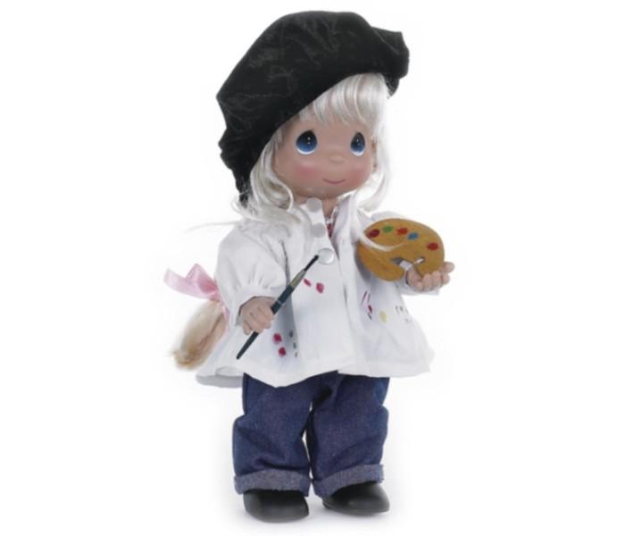 Precious Кукла Художница блондинка 30 смКукла Художница блондинка 30 смКоллекционная кукла Precious Moments Художница очарует вас и вашу дочурку с первого взгляда!   Кукла выглядит как настоящий мастер. Она одета в джинсы и белую рубашку со следами краски. Образ художника дополняет черный берет. У куклы светлые волосы и большие синие глаза. У девочки имеется своя палитра и кисть для рисования.    Особенности:  Вся одежда съемная.   Кукла изготавливается из качественного, безопасного материала и имеет пять базовых точек артикуляции.   Кукла имеет свой неповторимый образ и характер.   Волосы прошитые, из качественного синтетического волокна или крученых ниток, в зависимости от образа. Рост куклы 30 см.<br>