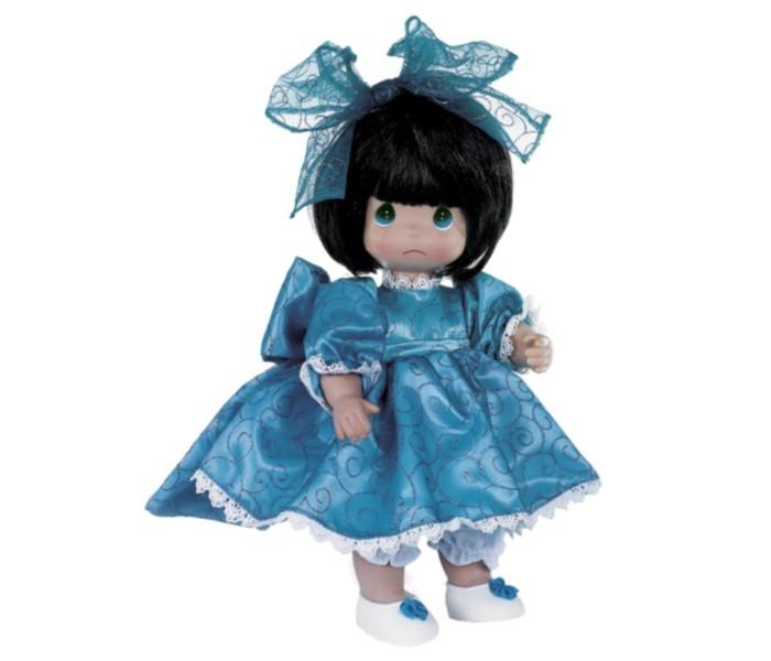 Precious Кукла Мне очень жаль брюнетка 30 смКукла Мне очень жаль брюнетка 30 смКоллекционная кукла Precious Moments Мне очень жаль очарует вас и вашу дочурку с первого взгляда!   Кукла с темными волосами одета в длинное платье, дополненное блестками и кружевами. На ногах - светлые ботиночки, украшенные декоративным элементом. На голове красуется большой бант. На грустном личике большие зеленые глаза и следы от слез.    Особенности:  Вся одежда съемная.   Кукла изготавливается из качественного, безопасного материала и имеет пять базовых точек артикуляции.   Кукла имеет свой неповторимый образ и характер.   Волосы прошитые, из качественного синтетического волокна или крученых ниток, в зависимости от образа. Рост куклы 30 см.<br>