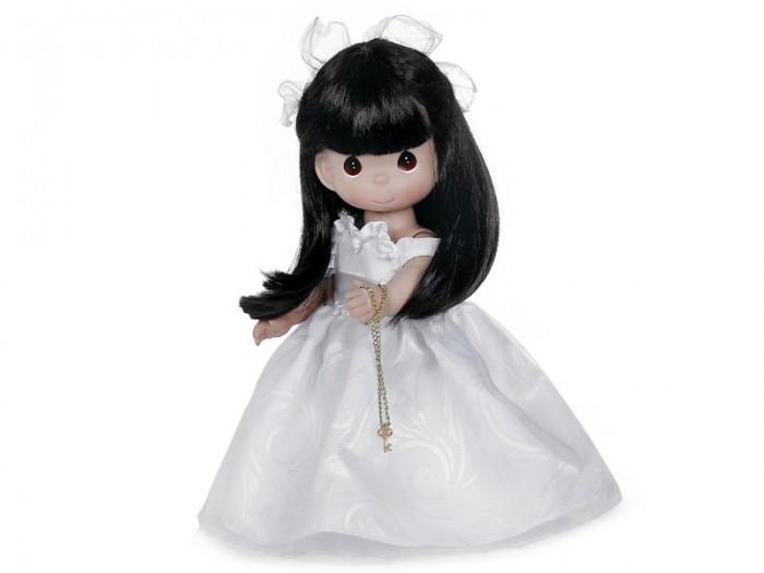 Precious Кукла Ключ к моему сердцу брюнетка 30 смКукла Ключ к моему сердцу брюнетка 30 смКоллекционная кукла Precious Moments Ключ к моему сердцу очарует вас и вашу дочурку с первого взгляда!   Кукла станет лучшей игрушкой вашей дочурки. На кукле шикарное белое платье с пышной юбкой, на ногах - белые панталоны, носочки и туфельки. Длинные темные волосы украшены бантиком. На милом личике большие карие глаза. В руке у куколки ключик на цепочке.   Особенности:  Вся одежда съемная.   Кукла изготавливается из качественного, безопасного материала и имеет пять базовых точек артикуляции.   Кукла имеет свой неповторимый образ и характер.   Волосы прошитые, из качественного синтетического волокна или крученых ниток, в зависимости от образа. Рост куклы 30 см.<br>