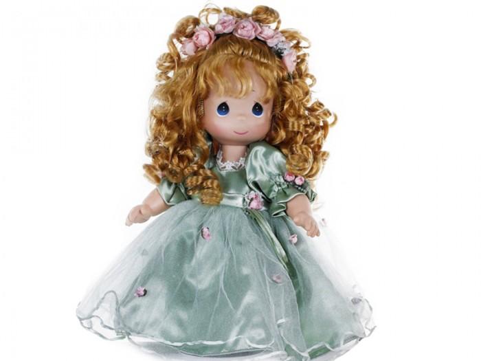 Precious Кукла Красотка рыжая 30 смКукла Красотка рыжая 30 смКоллекционная кукла Precious Moments Красотка очарует вас и вашу дочурку с первого взгляда!   Кукла привлечет внимание не только ребенка, но и взрослого. Кукла с рыжими волосами одета в очаровательное платье, украшенное атласным бантом на спине. На ногах - туфельки в тон платья. Прическу украшает венок из цветов. У девочки большие зеленые глаза.    Особенности:  Вся одежда съемная.   Кукла изготавливается из качественного, безопасного материала и имеет пять базовых точек артикуляции.   Кукла имеет свой неповторимый образ и характер.   Волосы прошитые, из качественного синтетического волокна или крученых ниток, в зависимости от образа. Рост куклы 30 см.<br>
