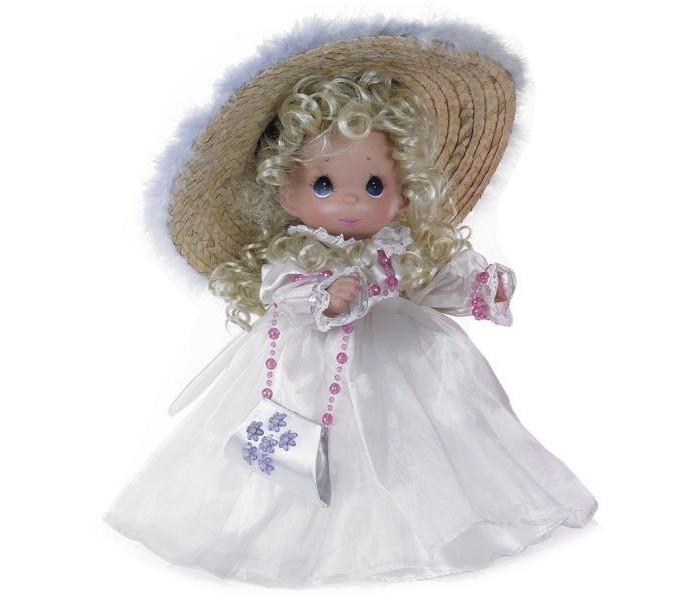 Precious Кукла Гламурная девушка блондинка 30 смКукла Гламурная девушка блондинка 30 смКоллекционная кукла Precious Moments Гламурная девушка блондинка очарует вас и вашу дочурку с первого взгляда!   Кукла со светлыми волосами одета в великолепное белое атласное платье. На голове куклы - большая соломенная шляпка с перьями. На шее пластиковые бусы, на руках - браслеты. У куклы милое личико с большими голубыми глазами. В комплекте с куклой идет элегантная сумочка из атласа, декорированная перламутровыми цветами.    Особенности:  Вся одежда съемная.   Кукла изготавливается из качественного, безопасного материала и имеет пять базовых точек артикуляции.   Кукла имеет свой неповторимый образ и характер.   Волосы прошитые, из качественного синтетического волокна или крученых ниток, в зависимости от образа. Рост куклы 30 см.<br>
