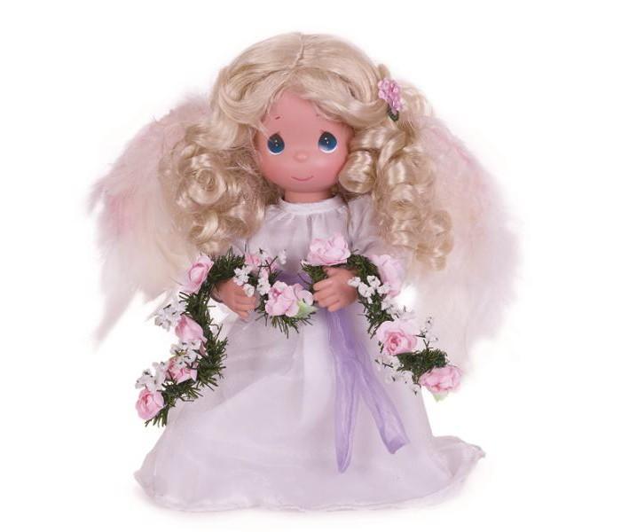 Precious Кукла Украшаю небеса 30 смКукла Украшаю небеса 30 смКоллекционная кукла Precious Moments Украшаю небеса очарует вас и вашу дочурку с первого взгляда!   Кукла выглядит как настоящий ангел. Она одета в длинное белое платье, за спиной - белые перьевые крылья. У куклы длинные волнистые волосы и большие зеленые глаза.    Особенности:  Вся одежда съемная.   Кукла изготавливается из качественного, безопасного материала и имеет пять базовых точек артикуляции.   Кукла имеет свой неповторимый образ и характер.   Волосы прошитые, из качественного синтетического волокна или крученых ниток, в зависимости от образа. Рост куклы 30 см.<br>