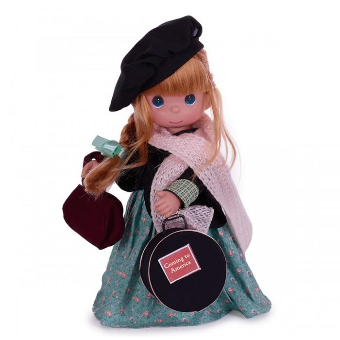 Precious Кукла Путешественница Ирландия 30 смКукла Путешественница Ирландия 30 смКоллекционная кукла Precious Moments Путешественница очарует вас и вашу дочурку с первого взгляда!   Кукла со светлыми волосами одета в зеленое платье с цветочным узором, черный пиджак на липучке, светло-розовый мягкий шарф с блестками. На голове - черный берет. У куклы милое личико с большими изумрудными глазами. В комплекте с куклой идет сумка, а также большой круглый чемодан.    Особенности:  Вся одежда съемная.   Кукла изготавливается из качественного, безопасного материала и имеет пять базовых точек артикуляции.   Кукла имеет свой неповторимый образ и характер.   Волосы прошитые, из качественного синтетического волокна или крученых ниток, в зависимости от образа. Рост куклы 30 см.<br>