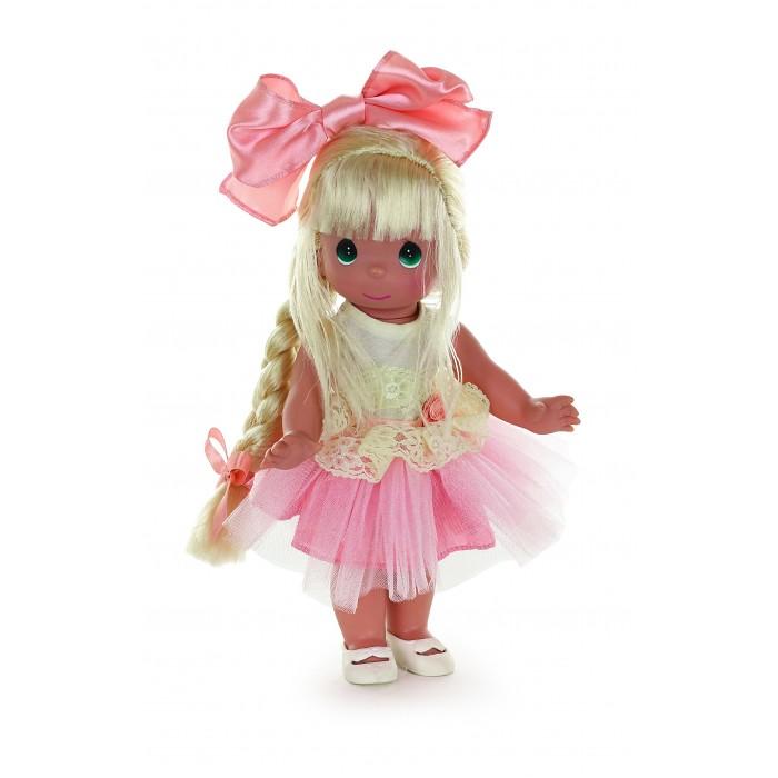 Precious Кукла Великолепная Лилу блондинка 30 смКукла Великолепная Лилу блондинка 30 смКукла Precious Moments Великолепная Лилу блондинка очарует вас и вашу дочурку с первого взгляда!   Удивительная коллекционная кукла неоставит равнодушным ниодного ценителя прекрасного. Большинство современных кукол Precious Moments изготавливаются целиком из винила и имеют пять базовых точек артикуляции. Волосы у кукол сделаны из качественного синтетического волокна или крученых ниток, если того требует образ. Куклы одеты в нарядные костюмы, не перегруженные деталями и декором, однако выполненные с тем вниманием к нюансам, которое столь высоко ценится коллекционерами.     Особенности:  Вся одежда съемная.   Кукла изготавливается из качественного, безопасного материала и имеет пять базовых точек артикуляции.   Кукла имеет свой неповторимый образ и характер.   Волосы прошитые, из качественного синтетического волокна или крученых ниток, в зависимости от образа. Рост куклы 30 см.<br>