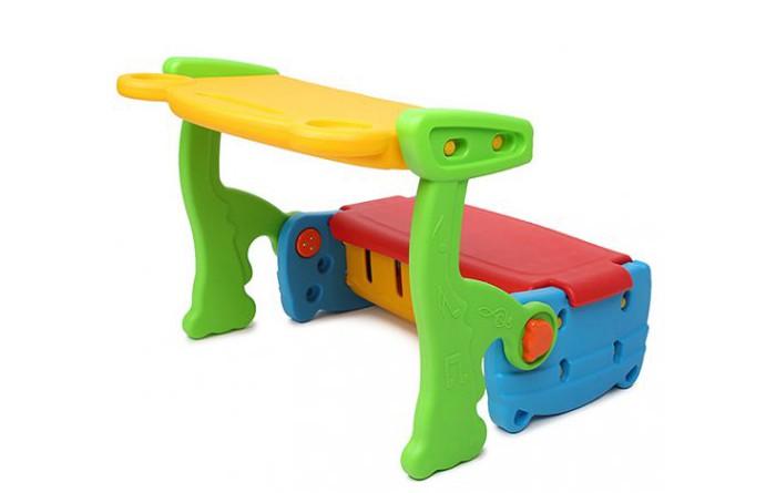 Family Стол-трансформер F-723Стол-трансформер F-723Удивительный стол-трансформер Family сочетает в себе лавочку для вашего ребенка и столик для рисования и письма, который легко очищается. Также есть место, где можно хранить свои секреты и игрушки.    Стол-трансформер  изготовлен из яркого, однородного и надежного пластика.<br>