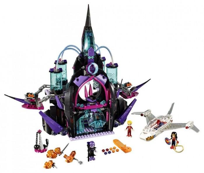 Конструктор Lego Супергёрлз Бэтгёрл Тёмный дворец Эклипсо 1078 элементовСупергёрлз Бэтгёрл Тёмный дворец Эклипсо 1078 элементовКонструктор Lego Супергёрлз Бэтгёрл Тёмный дворец Эклипсо 1078 элементов 41239 состоит из множества пластмассовых деталей разных форм и цветов. Ребенок будет увлечет сборкой сказочного замка с подвижными элементами и самолета оригинального дизайна. В комнаты здания и цилиндрические отсеки помещаются персонажи игры - фигурки супер-героев.  У собранного самолета прозрачная кабина. В кабину самолета можно помещать фигурку девочки. У фигурок двигаются конечности. В ручки фигурок вставляется оружие и другие аксессуары. Собранный волшебный дворец впечатлит ребенка и позволит ему воссоздать сюжет из приключений супер-девушек, готовых отразить натиск любого противника. Данный набор совместим с другими конструкторами серии Super Hero Girls.<br>