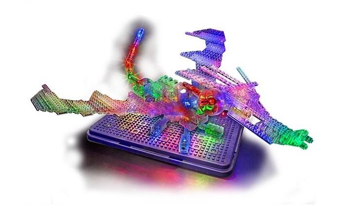 Конструктор Laser Pegs Набор 57 в 1 Дракон с 3D панельюНабор 57 в 1 Дракон с 3D панельюLaser Pegs Набор 57 в 1 Дракон с 3D панелью – прекрасный подарок вашему ребенку, который сможет построить 57 моделей различных самолетов, кораблей, космических шаттлов, птиц, животных, роботов и драконов.  Для того чтобы осветить 3D панель и построенные на ней модели необходимо лишь присоединить одну деталь со встроенным светодиодом и дальше по цепочке загорятся и остальные лампочки. У игрушки четыре режима работы – постоянный свет, медленное мигание, быстрое мигание, без света. 3D панель также может служить вместительным ящиком для хранения деталей конструктора.  Используя инструкцию, ребенок может собирать разноплановые фигуры, а подключив свое воображение, он сможет построить свои оригинальные модели! Игровой набор Световая 3D панель Дракон совместим с другими конструкторами Laser Pegs  В комплекте: 35 деталей со светодиодами 225 строительных деталей 3D панель инструкция по сборке Для работы светодиодов необходимы 3 батарейки АА, батарейки в набор не включены. Новинка! С USB шнуром можно не использовать батарейки! Подключите шнур к панели и конструктор засветится от сети!<br>