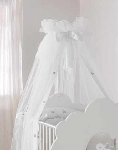 Балдахин для кроватки Baby Expert SerenataSerenataЛегкий балдахин из коллекции Serenata станет прекрасным украшением для детской кроватки, а также защитит Вашего малыша от назойливых насекомых. Балдахин сочетает в себе безупречный итальянский дизайн и самые модные тенденции. Выполнен по специальной технологии, гарантирующей безопасность и уют ребёнку. Повторяет выдержанную в мебели тематику, идеально вписывается в интерьер комнаты.   Характеристики: изготовлен из нейлона с хлопковыми элементами декор-сердечки уникальный дизайн, воплотивший сочетание уюта, роскоши и изысканности выполнен в общем стиле комнаты Baby Expert Serenata балдахин станет изысканным украшением детской кроватки и комнаты прост в установке защитит Вашего малыша от насекомых, ветра и яркого света полностью безопасен и гипоаллергенен стирается в щадящем режиме<br>
