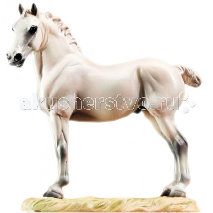 Breyer Скульптура Конь Короля (по мотивам Лео ДаВинчи)Скульптура Конь Короля (по мотивам Лео ДаВинчи)Скульптура лошади Конь Короля (по мотивам Лео ДаВинчи) из серии Лошадь в искусстве создана мастерами компании Breyer.   На данный момент продукты компании Breyer являются самыми реалистичными копиями лошадей благодаря точности линий, проработке мелких деталей и ручной росписи. Все это позволяет сделать каждую лошадь особенной и абсолютно не похожей на других.  Хотя Леонардо ДаВинчи (1452 - 1919) более всего известен своими картинами вроде Мона Лиза или Тайная Вечеря, его многочисленные наброски также заслуживают внимания.  Одним из наиболее интересных черновых рисунков является Набросок лошади, который позже должен был стать скульптурой, однако этого так и не случилось. Тем не менее, мощный эмоциональный конь с этой зарисовки до сих пор продолжает привлекать внимание многих любителей лошадей.   Модель лошади на подставке Конь Короля из серии Лошади в искусстве станет настоящим подарком как для коллекционеров и ценителей искусства, так и просто для любителей лошадей.   Размер лошади Д х В - 14.6 х 12.7 см  Лошадь упакована в подарочную закрытую коробку. Изготовлена из скульптурного пластика, абсолютно безопасна в использовании.<br>