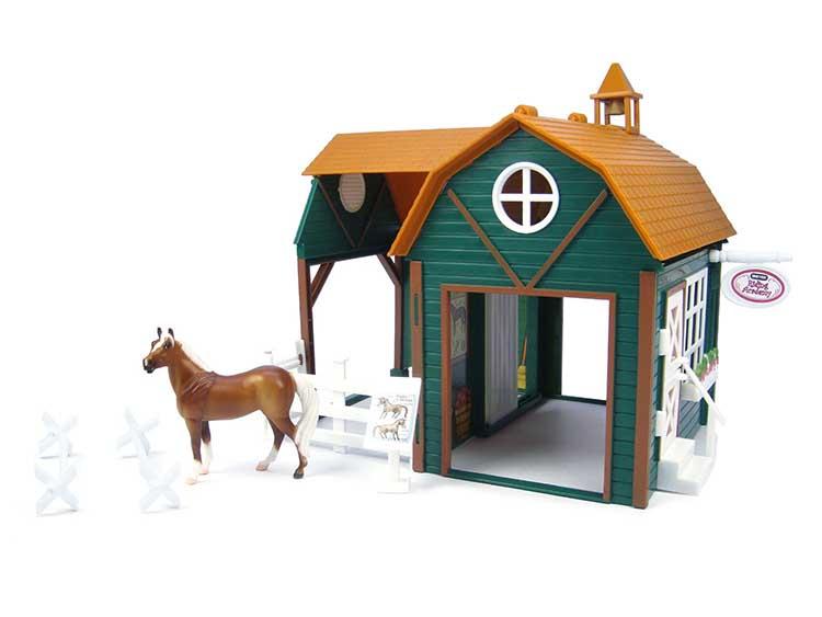 Breyer Конюшня Академия конного спортаКонюшня Академия конного спортаВсе животные линейки Stablemates являются игровыми моделями. Это не только лошади, но и быки, ламы, кошки и собаки, которые, несмотря на свои миниатюрные размеры, похожи на реальных животных. Яркие и красивые, сделают первое знакомство ребенка с миром домашних животных веселым и запоминающимся.  В набор Академия Конного Спорта входит: Конюшня Лошадь Секции для загона - 3 шт Аксессуары   Все изготовлено из высококачественных материалов, экологично и абсолютно безопасно.    Рекомендовано детям от 5 лет.   Размер конюшни Д х Ш х В - 25 см х 19 см х 21 см<br>