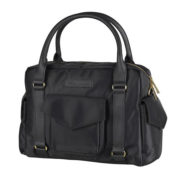Elodie Details Сумка Black EditionСумка Black EditionСумка для мамы Elodie Details Black Edition  Эта модная функциональная сумка - больше, чем просто сумка для подгузников! Подойдет для всех случаев жизни, имеет множество полезных свойств для жизни с ребенком.   в комплект входит матрасик для пеленания, крепления для коляски и съемный плечевой ремень  удобные крепления позволяют легко повесить сумку на ручку коляски  объемные наружные карманы вмещают все необходимые мелочи  предусмотрены внутренние термо-карманы для бутылочки с детским питанием  прочность и размер сумки позволяют носить ноутбук  детали сумки выполнены из натуральной кожи  размеры: 41 х 28 см   Коляски, конверты, нагрудники, клипсы для пустышек, сумки для мам – все это необходимые вещи повседневной жизни мамы и ребенка. Шведская компания Elodie detalis создает эти предметы уникальными и неповторимыми. Превосходное качество, стиль и практичность сделали компанию популярной во всем мире.   Elodie Details - это способ сделать повседневную жизнь более красивой и веселой!<br>