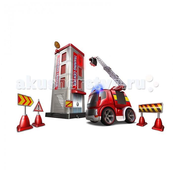Silverlit Набор Потуши горящее здание на р/уНабор Потуши горящее здание на р/уНабор Потуши горящее здание на р/у – это игрушка для начинающего пожарного.  Ребенок может при помощи пульта управлять машиной, включать сирену и подъезжать к зданию.  В комплект входит пожарная машинка, здание, пульт управления, дорожные знаки.  На здании расположены светодиодные осветительные приборы, которые окружают горящее окно.   Наборы на р/у управляются одним движением руки.  Ребенок поднимает лестницу на красном автомобиле пожарной инспекции и направляет пожарного к самому окну.  Машинка изготовлена из крепкого пластика, ее колеса пластиковые с резиновыми шинами, на которых изображены протекторы.   Ребенок может играть в пожарного и спасать жителей высокого здания.  Он может подъехать к озеру и закачать воду шлангом, а потом включить сирену и отправиться по вызову на место возгорания.  Прибыв на место, следует включить подъем лестницы до нужного этажа.  На краю лестницы расположена площадка для пожарного.  Во время игры с набором от Silverlit ребенок знакомится с профессией пожарного, получает первые знания о том, как тяжело потушить огонь, а значит, необходимо быть аккуратным и не баловаться спичками.  У малыша развивается память, логическое мышление, мелкая моторика.  Радиоуправляемые игрушки рекомендуются для игр детям от трех лет. Продукция сертифицирована, экологически безопасна для ребенка, использованные красители не токсичны и гипоаллергенны.<br>