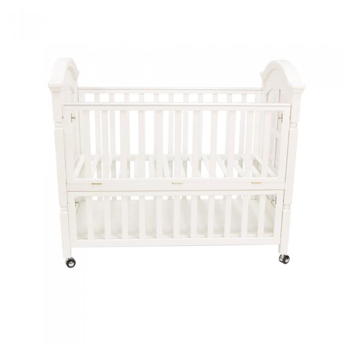 Детская кроватка Chloe &amp; Ryan KL002 Kara BearKL002 Kara BearДетская кроватка Chloe & Ryan KL002 Kara Bear очень функциональна благодаря составной боковине (ставится 2 или 1 части под разный возраст ребенка), а также оригинальной конструкции - очень вместительному ящику под кроваткой.  Боковина состоит из 2х частей (можно использовать одну или обе части для разного возраста малышей) В комплектацию входят колесики Очень вместительный ящик (все пространство под подматрасником), легко вмещает большие объемы вещей Спальное место позволяет применять матрасы как 125х65, так и 120х60 Детская кроватка KL 002 - европейское качество и высокая функциональность Материал - натуральное дерево (ольха)<br>