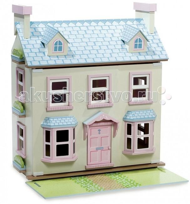 LeToyVan Кукольный домик Поместье МэйберриКукольный домик Поместье МэйберриLeToyVan Поместье Мэйберри.  Очень популярный и любимый за свой большой размер и заметное внешнее отличие. Выделяется не только тем, что еще выше и глубже на 2 см, чем серия большие домики, но и кардинально другим внешним обликом, цветом, архитектурных конструкций с внешней и внутренней стороны. Об этом всем говорит название кукольного домика - Поместье, т.е. большое, фундаментальное, респектабельное здание. Цвет у домика, как у настоящего городского строения. На первом этаже большие эркерные окна, на крыше два дымохода и два чердачных окна. Окна не имеют ставень и открываются поднятием нижней половины вверх. Одно из полотен крыши снимается и выкладывается перед домиком - получается большая зеленая лужайка. Внутри домик имеет деление на комнаты.  Домик состоит из 3 этажей. Окна и двери домика свободно открываются и закрываются, полотна крыши приподнимаются и образуют третий этаж. Полотна крыши полностью съемные. Одно из полотен выкладывается перед домиком для имитирования зеленой большой лужайки. Двери домика закрываются на магнитиках и самопроизвольно открыться не могут. Задняя стенка глухая, боковые панели также с окнами на первом и втором этажах. Внутри домик декорирован под настоящий домашний интерьер: красивые и разные обои первого и второго этажей; пол цвета натурального дерева, на стенах изображены предметы домашнего интерьера, мебели и посуды. Внутреннее пространство разделено на 4 комнаты, что позволяет расставить кукольную мебель по отдельным комнатам. С первого на второй этаж и далее на третий ведет деревянная зигзагообразная лестница.  Конструкция домика легко и быстро собирается, не требует специальных инструментов. Так как домик имеет достаточно большие размеры, то дверцы передние панели дополнительно фиксируются внизу и вверху с помощью прижимных винтов. Уход за домиком с помощью влажной, мягкой тряпочки. Кукольный домик Поместье Мэйберри изготовлен из натуральных материалов и 
