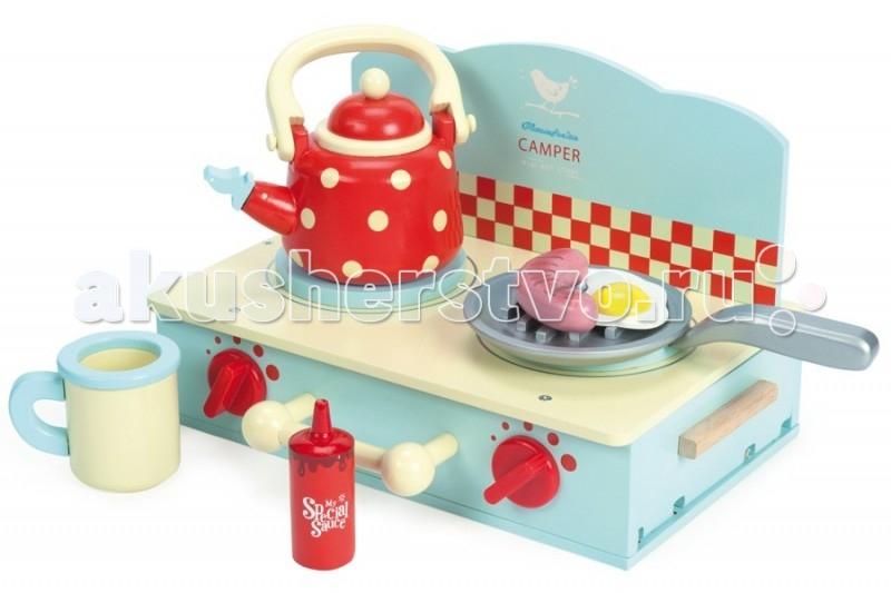 Деревянная игрушка LeToyVan Игровой набор Плита с посудой и едойИгровой набор Плита с посудой и едойLeToyVan Игровой набор Плита с посудой и едой.  Деревянный игровой набор для девочки - Плита с посудой и едой, производства английской компании Le Toy Van. Компактная ширина 180 мм, высота 280 мм и очень красивая кухонная плита выглядит и сделана как настоящая. Очень красивый бирюзовый цвет в сочетании с красными регулировочными ручками и красивым кухонным фартуком в краснцю шашечку. Ручки поворачиваются, издавая щелчки. Фартук съемный. Сбоку в основании плиты имеется вместительный ящик с дверцей на магнитах.   Варочная поверхность имеет 2 конфорки и множество аксессуаров для приготовления пищи. В комплект входит сковорода, чайник, кружка, яичница-глазунья, сосиска, бутылочка с кетчупом.   Игровой набор Кухонная плита: варочная поверхность и вместительный ящик дверца ящика закрывается на магните ручки регулировки вращаются, издавая щелчки комплект посуды: сковорода, чайник, кружка комплект игрушечной еды: яичница-глазунья, сосиска, кетчуп подарочная упаковка с переносной пластиковой ручкой.<br>