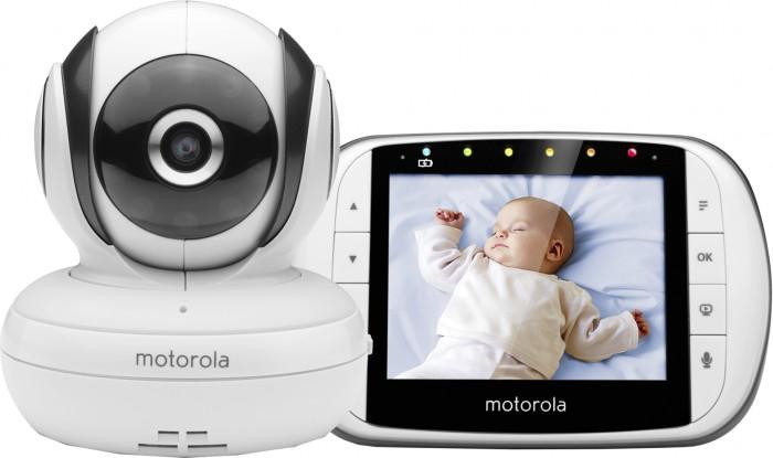 Motorola Видеоняня MBP36SВидеоняня MBP36SВидеоняня Motorola MBP36S - устройство полезное и технически совершенное, полностью отвечает поставленным перед ним задачам.  Motorola MBP36 состоит из двух элементов: детского и родительского блока.  Детский блок представляет из себя шарообразную камеру на круглой подставке.  Родительский блок - продолговатое устройство с цветным LCD дисплеем TFT, диагональю 3.5 и разрешением 320x240 пикселей. В комплектации присутствуют два адаптера питания и аккумуляторная батарея для родительского блока. Обе части заключены в корпус из белого пластика.  На дисплее родительского блока, по мимо самой картинки, отображается уровень заряда аккумуляторной батареи, температура в помещении, уровень мощности сигнала, передаваемого камерой.  Разъем miniUSB может быть использован для подключения родительского блока к телевизору или компьютеру, в этом случае изображение с камеры можно просматривать на большом экране.  Радиус действия до 200 метров.(на открытом пространстве)<br>