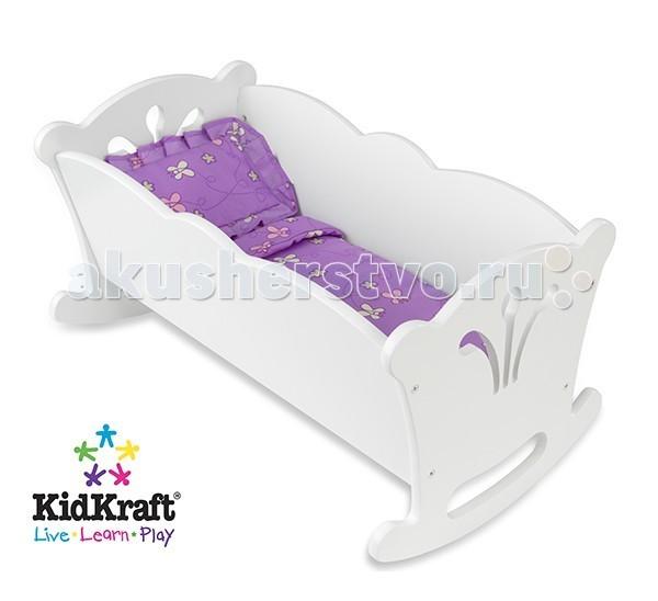 Кроватка для куклы KidKraft качалка с бельемкачалка с бельемKidKraft Мебель для кукол Кровать-качалка с бельем.  Кровать-качалка KidKraft для кукол-пусов высотой 48 см. Белоснежная кроватка понравится маленькой маме и ее игрушечной дочке. Фигурное обрамление и декоративная отделка.Кроватка продается вместе с комплектом постельных принадлежностей приятного лавандового цвета. В набор входит одеяло и подушка.Надежная и долговечная игрушка упакована в коробку с подробной инструкцией для сборки. кровать-качалка для кукол до 48 см высотой подушка и одеяло в комплекте сделана из дерева фигурное обрамление и декоративная отделка подробная инструкция по сборке.<br>