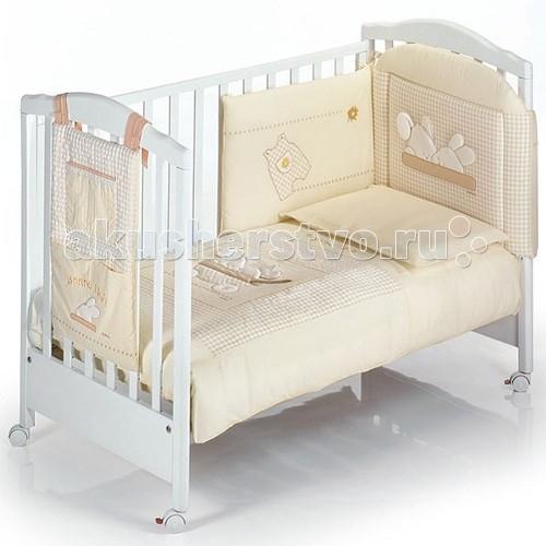 Комплект в кроватку Italbaby Coccinelle (5 предметов)Coccinelle (5 предметов)Комплект постельного белья Coccinelle от компании Italbaby идеально подойдет для люльки-кроватки из одноименной коллекции.  Гипоаллергенно, сертифицировано, стирка в стиральной машине.  Комплект может быть дополнен фирменными аксессуарами: колыбель, конверт на молнии, настольный абажур, плетеная корзина для аксессуаров, корзина для переноски.   Комплект из 5 предметов:  бампер простынь на резинке наволочка одеяло  пододеяльник  Состав: 100% хлопок.  Общие размеры: одеяло, пододеяльник (дхш) 100х130 см наволочки (дхш) 40х60 см простынь на резинке 63х125 см<br>
