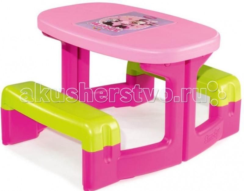 Smoby Столик для пикника MinnieСтолик для пикника MinnieSmoby Столик для пикника Minnie с двумя скамеечками которые соединены в единое целое. За таким столиком можно устраивать чаепития, а также удобно играть в настольные игры, рисовать, рукодельничать.  Особенности: Столик можно устанавливать как на улице, так и в закрытом помещении. Столик может прекрасно вписаться в интерьер детской комнаты. На столике имеется игровое поле для настольной игры по мотивам мультфильма «Minnie». Столик выполнен в розово-малиново-голубых тонах. Столик и скамеечки изготовлены из высококачественного упрочненного пластика. Материал не выгорает на солнце и морозоустойчив. Он выдерживает мороз до — 18 градусов.<br>