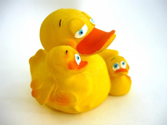 Игрушки для ванны Lanco Латексная игрушка Уточка-мама 897 латексные искусственные розочки в розницу москва
