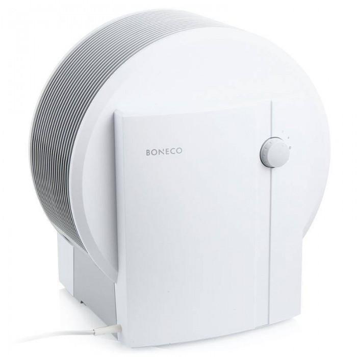 Boneco Увлажнитель-очиститель Мойка воздуха Air-O-Swiss W1355AУвлажнитель-очиститель Мойка воздуха Air-O-Swiss W1355ABoneco W1355A представляет собой комбинированный прибор (воздухоочиститель + увлажнитель) для естественного «промывания» воздуха, антибактериальной защиты и устранения аллергенов. Оригинальная конструкция не требует специальных фильтров, а элегантный дизайн гармонично вписывается в интерьер любого помещения.  Конструкция Мойка воздуха состоит из резервуара для воды, набора увлажняющих дисков, двухшагового переключателя, базы и электродов для ионизации воды. В верхней секции расположены монитор вращения дисков и вентилятор. Пластиковые диски имеют сложную гидродинамическую форму и отличаются бесшумным вращением. Усовершенствованная конструкция увлажняющих дисков позволяет увеличить производительность прибора. В частности, благодаря изменению формы лопастей зачерпывается в полтора раза больше воды. Прибор мойки воздуха имеет два режима работы: I – слабое увлажнение II – сильное увлажнение Нужное положение устанавливается с помощью переключателя.  Принцип действия (увлажнение воздуха) Увлажнение воздуха осуществляется за счет увлажняющих дисков, постоянно проходящих через находящуюся в приборе воду. Однако поверхность дисков находится над водой, что позволяет обеспечить «мягкое» увлажнение воздуха. Принцип увлажнения саморегулируется, производительность зависит от уровня влажности в помещении и температуры воздуха. Максимальная относительная влажность составляет примерно 50-60%.  Принцип действия (очистка воздуха) Система пластиковых дисков поднимает из резервуара воду и преобразует ее в мелкодисперсную водяную пыль. Полученная водяная баня не только увлажняет воздух, но и удаляет из него вредные частицы: пыль, грязь, пыльцу растений, частицы волос и шерсти животных и прочие аллергены.  Дополнительные возможности В мойке воздуха используется ионизирующий серебряный стержень для биологической очистки испаряемой воды. Он выполнен из антисептических волокон