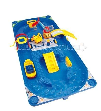 BIG Водный трек FunlandВодный трек FunlandВодный трек Funland Big Waterplay  Главным преимуществом набора Funland является возможность его переноски.    Особенности:    Набор быстро и удобно собирается в чемоданчик. Собрать такой набор на новом месте не составит труда.   В центре трека большая площадка для активной игры. На площадке устанавливается погрузочный кран. С помощью крана можно загружать грузовик и корабль.   К площадке подсоединена специальная лестница, что бы человечек мог высадиться со своей лодки.   К площадке подсоединен подъемный мост, по которому можно выехать с острова.   Для игры можно использовать другие конструкторы формата Duplo bricks.  Благодаря специальной системе крепления набор не требует клея и легко собирается.   Набор развивает творческое мышление, фантазию и вовлекает ребенка в интерактив.    В наборе:    1 человечек,   1 лодка,   1 грузовик,   1 кран.   Размер игрушки: 115x50x18 см<br>