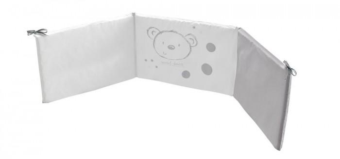 Бортик в кроватку Micuna Sweet Bear 120х60Sweet Bear 120х60Бортики 120х60 Micuna Sweet Bear TX-1744   Коллекция текстиля для детской комнаты от испанской компании Micuna создана из натурального хлопка самой тонкой выделки. Нежная, гипоаллергенная ткань благоприятна для кожи малышей. Она легко стирается и быстро сохнет. Наполнитель мягких бортиков – холлофайбер – состоит из пустотелых полиэстеровых волокон, скрученных в форме пружин. Обеспечивает лучшую, чем синтепон, теплоизоляцию и меньше слёживается. Текстиль Micuna – гарантия настоящего качества.  Основные характеристики: мягкие бортики в изголовье детской кровати материал: 50% хлопок, 50% полиэстер наполнитель: холлофайбер гипоаллергенные материалы и краски бампер (ДхВ): 180х40 см идеально подходят для кроватки Micuna Sweet Bear 120х60.<br>