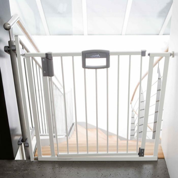 Geuther Ворота безопасности Easylock для лестницы 84,5 - 92,5 смВорота безопасности Easylock для лестницы 84,5 - 92,5 смВорота безопасности Easylock для лестницы Стандартная ширина ворот: от 84,5 - 92,5 см, высота — 81,5 см. Могут быть расширены с помощью дополнительных секций до ширины 134 см Защищает ребёнка от нежелательного прохода через дверной проём или падения с лестницы  Основные характеристики: красивый дизайн и комбинированный натурально-серебряный цвет украсят интерьер любого дома устойчивы, имеют опорное основание в комплекте крепление к стене и в лестничный проем защищает ребёнка от нежелательного падения с лестницы уникальный защитный механизм позволит взрослому легко пройти через ворота, создавая в то же время непреодолимое препятствие для малыша открывается в обоих направлениях для удобства перемещения ворота оснащены специальным порогом с защитой от скольжения если вам нужно переместить ворота в другое место по мере роста ребёнка вы можете сделать это без ущерба для ремонта в квартире или доме<br>