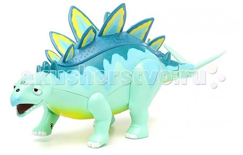 Интерактивная игрушка Tomy Поезд Динозавров Стегозавр Морис 27 смПоезд Динозавров Стегозавр Морис 27 смИнтерактивная игрушка Tomy Поезд Динозавров: Стегозавр Морис придется по душе вашему ребенку. Она выполнена из яркого пластика и представляет собой стегозавра Мориса - персонажа мультсериала Поезд Динозавров.   Если нажать большую кнопку на спине Мориса, воспроизведется несколько фраз, с помощью которых динозавр общается со своими друзьями.  Дотронувшись до его пасти, малыш услышит, как Морис жует.  Если подвигать игрушкой вверх-вниз, зазвучит топот динозавра, а подвигав хвост, можно услышать, с каким звуком он умеет хлестать.  Морис взаимодействует с другими интерактивными динозаврами серии Поезд Динозавров. Они разговаривают друг с другом, поют и могут грозно рычать все вместе.  Рекомендуется докупить 2 батарейки напряжением 1,5V типа ААА (товар комплектуется демонстрационными). Возраст: от 3 лет; Размеры: 30 х 20 х 13 см; Размер игрушки: 30 х 15 см; Питание: 2 батарейки типа ААА  Ребенок с удовольствием будет играть с этой игрушкой, воспроизводя сценки из мультсериала или придумывая свои увлекательные истории.<br>