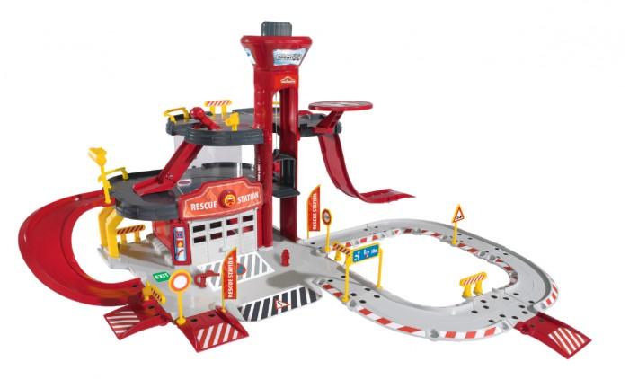 Majorette Парковка пожарная станция Cratix + вертолет + машинкаПарковка пожарная станция Cratix + вертолет + машинкаИз 65 элементов игрового набора Creatix «Пожарная станция» ребенок сможет собрать трехэтажный участок службы по борьбе с огнем.  В составе здания находятся лифт, вертолетная площадка, наблюдательная башня, гараж, съезды и пандусы, а также разнообразные аксессуары в виде заправочных автоматов, дорожных знаков, ограничителей, шлагбаумов и светофоров.  Кроме того, в комплекте присутствуют пожарные автомобиль и вертолет. Над воротами гаража находится специальная кнопка, при помощи которой машина незамедлительно выезжает на вызов.   Станция модульная, а, значит, ее элементы можно совмещать по-разному, меняя внешний облик сооружения.  Комплект: детали станции, 1 машинка, 1 вертолет.  Размеры станции в собранном виде: 72 x 72 x 35 см.<br>