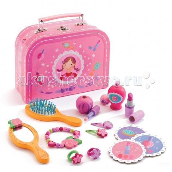 Деревянная игрушка Djeco КосметикаКосметикаДеревянная игрушка Djeco Косметика это отличный игровой набор для маленькой модницы. Все как у мамы! В гламурном деревянном наборе юной кокетки есть все, что нужно - расческа, зеркальце, игрушечная косметика (помада, духи), аксессуары (заколки, браслеты, резиночки для волос).   Любая девочка мечтает о таком чудесном наборе!<br>