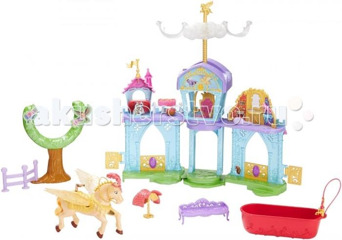 Sofia the First Mattel Игровой набор с ПегасомMattel Игровой набор с ПегасомMattel Игровой набор с Пегасом   Интересный игровой набор не даст маленькой принцессе заскучать. Комплект представляет из себя конюшню для прекрасного Пегаса, где летающей лошадке будет очень комфортно, ведь здесь даже есть ванная для него. У коня шелковистый хвостик, за которым надо ухаживать, используя расческу, входящую в набор.  Сверху конструкции есть специальная палочка, которая служит и неотъемлемым механизмом для лифта, на котором поднимается принцесса София (продается отдельно), и креплением для Пегаса, где его можно вращать. Набор легко складывается, и его можно носить с собой с помощью предусмотренной ручки. Комплект можно совместить с похожими наборами из данной серии, чтобы собрать Царство Incantia.  Комплект: конюшня, 1 пегас, аксессуары.<br>