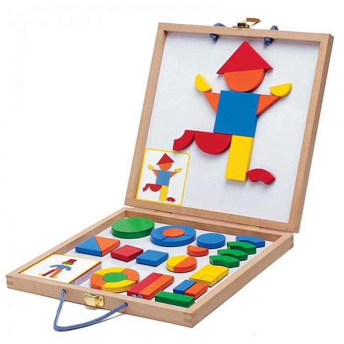 Деревянная игрушка Djeco Магнитная доска ГеоформМагнитная доска ГеоформИграя с деревянными деталями, дети могут складывать различные фигурки, менять их местами и создавать целые картины при помощи магнитов. Геоформ станет красивым и полезным подарком для ребенка. Доска - двусторонняя, представляет собой складывающийся деревянный чемоданчик.  Внутри набора находятся металлическое поле и деревянные фигуры на магнитах. Детям будет интересно перебирать фигурки разных форм и цветов. Все детали хорошо крепятся к поверхности доски при помощи магнитов. В компактном деревянном чемоданчике можно хранить все детали, у него удобные ручки, поэтому его можно брать с собой.  В наборе: 42 деревянные детали  24 карточки с примерами  Игра знакомит ребенка с формами и цветами, развивает фантазию и наглядно-образное мышление, мелкую моторику и координацию ребенка. Игрушки компании Djeco помогают ребенку развить фантазию, проявить творческую активность, способствуют эстетическому воспитанию детей в любом возрасте.   Французская компания Djeco производит развивающие игрушки и игры для детей, а также наборы для творчества и детали интерьера детской комнаты. Все товары Djeco отличаются высочайшим качеством, необычной идеей исполнения. Изображения и дизайн специально разрабатываются молодыми французскими художниками.<br>