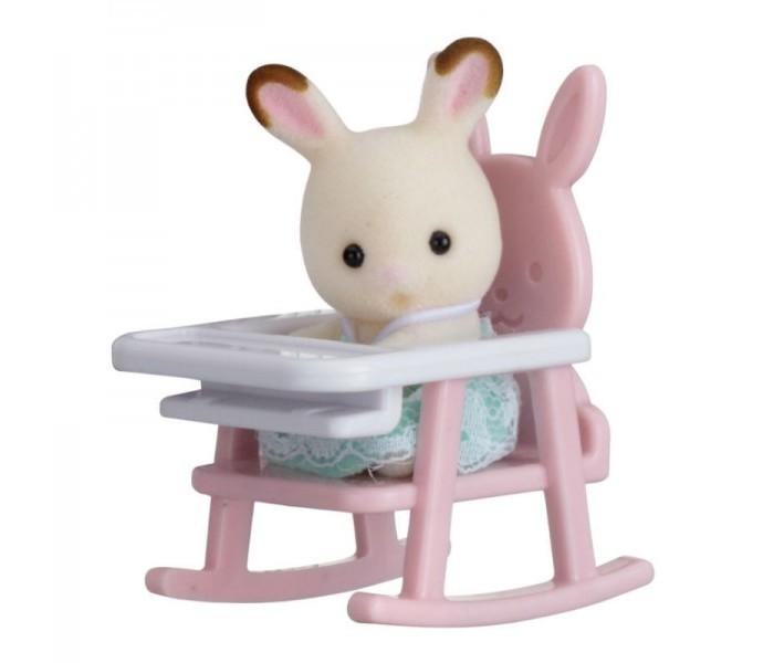 Игровые наборы Sylvanian Families Набор Младенец в пластиковом сундучке. Кролик в детском кресле sylvanian families набор мама кролик и холодильник