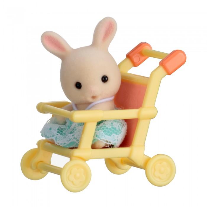 Игровые наборы Sylvanian Families Набор Младенец в пластиковом сундучке. Кролик в коляске sylvanian families набор мама кролик и холодильник