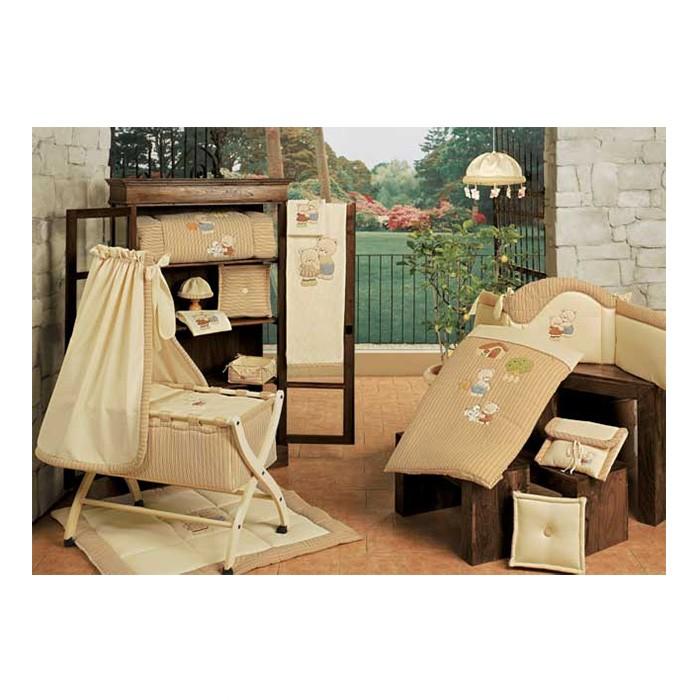 Постельное белье BabyPiu Biba в чемодане для люлькиBiba в чемодане для люлькиТкань окрашенная с тиснением и линиями. Центральная вышивка на одеялке и двойная аппликация на бортиках.<br>